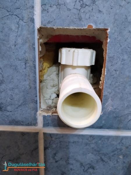 Falon belüli mosógép szifon kevés hellyel